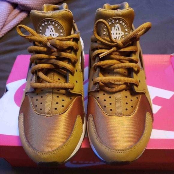 best website ed224 44a86 Womens Nike Huarache Bronzine (RARE)